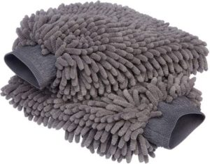 6. AmazonBasics Microfiber Car Wash Mitt